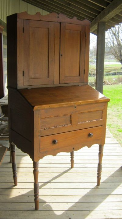 Fresh from a local estate. Tall walnut handmade desk. Pegged construction.  Turned legs. Square nails. Secondary wood: heart pine. Older refinish. - Gallery: Early Southern Furniture – Callaway Antiques